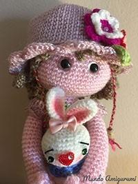 Muñeca con conejita